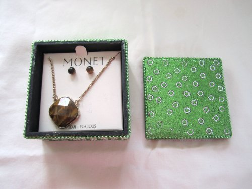 Vintage Monet Gold Tone Tiger's Eye Pendant Necklace Pierced Earring Set ()