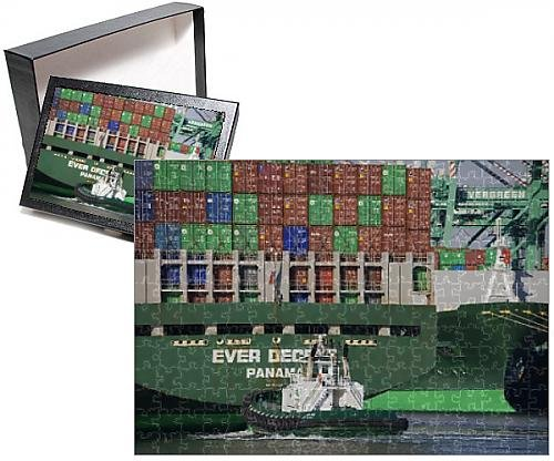 Photo Jigsaw Puzzle of Tugboat and container ship, San Pedro Port, Los Angeles, California, United