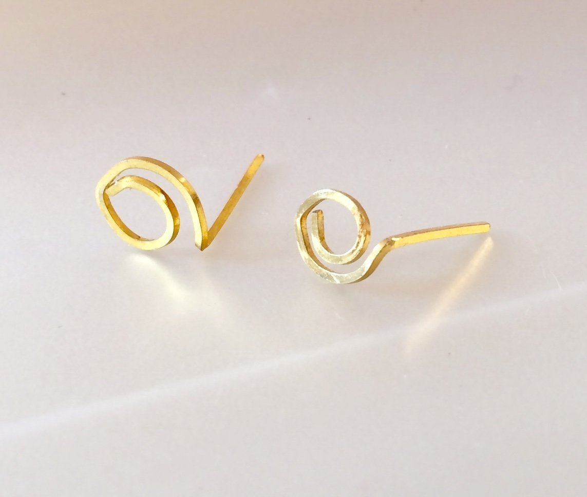 14K Gold Stud Earrings - Minimalist Leaf Shaped Gold Studs