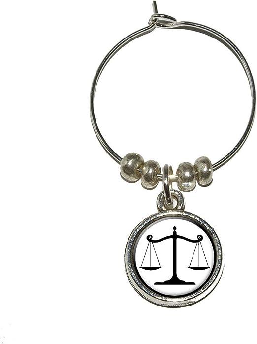 De balance de báscula de símbolo de justicia un bloc abogado ...
