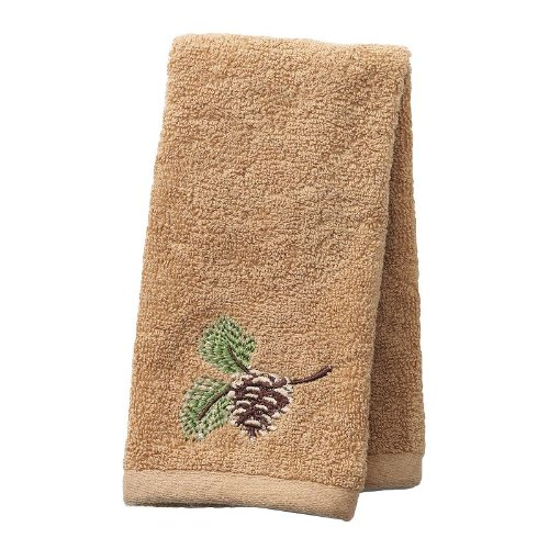picture of Saturday Knight, Ltd. Christmas Pinehaven Fingertip Towel
