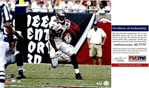 Cadillac Williams Carnell Williams Autographed Signed Tampa Bay Buccaneers - Tampa Bay Bucs 16x20 Photo - PSA/DNA Authentic ()