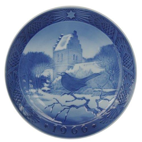 (ROYAL COPENHAGEN 1966 Porcelin Christmas Plate - Blackbird At Christmas Time )