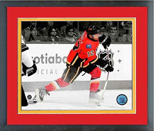 - Jarome Iginla Calgary Flames NHL Spotlight Action Photo (Size: 18