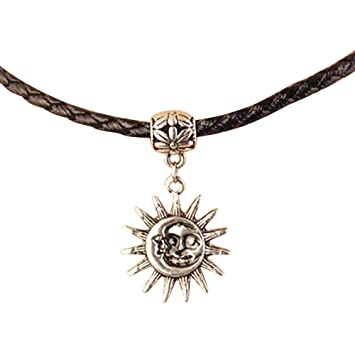 revendeur 377bc eb60d Pendentif représentant le soleil et la lune, collier tressé noir, style  hippie, bobo, grunge, personnalisable