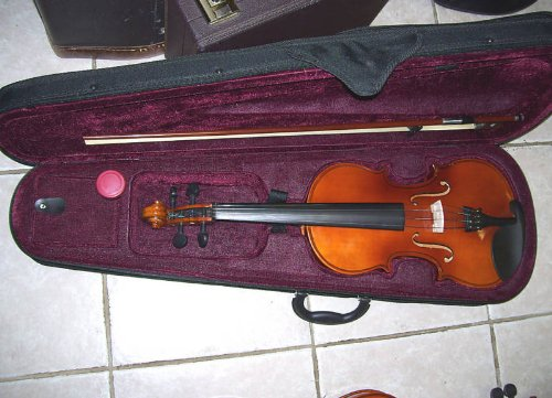 New violin with hard case, bow, fine tuners and rosin, full size by Maestro