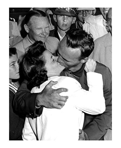 Arnold And Winifred Palmer Kissing - 11