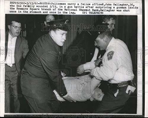 Historic Images - 1962 Vintage Press Photo Policeman carrying another police after being shot by a gunman.