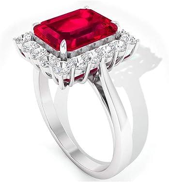 sortija de oro con rubí cuadrado y diamantes alrededor