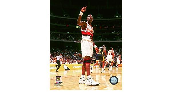 Amazon.com: Dikembe Mutombo Atlanta Hawks NBA Action Photo (Size: 8