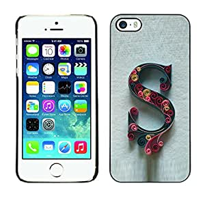 Paccase / SLIM PC / Aliminium Casa Carcasa Funda Case Cover para - Letter Initial Caligraphy Letter Grey Floral - Apple Iphone 5 / 5S