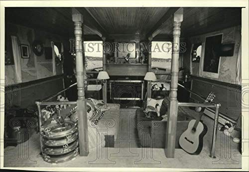 Vintage Photos 1990 Press Photo Living Room of M. S. Challenger Bunk and Breakfast tug, Seattle