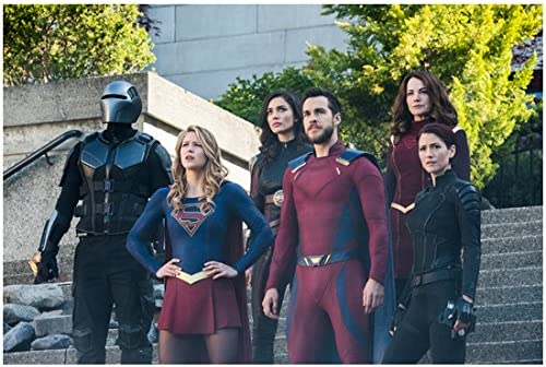 Supergirl Melissa Benoist As Supergirl Hands On Hips Next To Chris Wood As Mon El And Crew 8 X 10 Inch Photo At Amazon S Entertainment Collectibles Store
