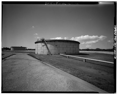 (Photo: U.S. Naval Base,Pearl Harbor,Jet Engine Fuel Storage Tank,Lehua Avenue,Hawaii,2 )