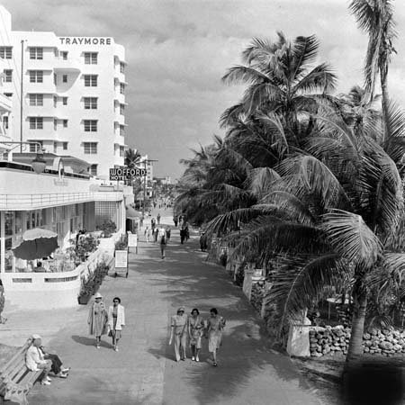 1940's Photograph - Photo Traymore & Wofford Hotel Miami Beach Florida 1940