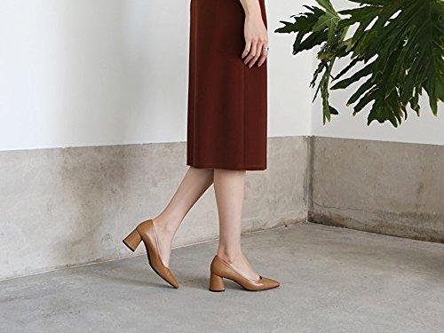 Karen Blanc Femmes Pompes Classiques Mi-haut Bloc Talons Chaussures Bout Pointu, Disponible En Plusieurs Couleurs Marron