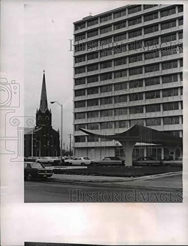 1965 Press Photo Holiday Inn Hotel, Downtown Columbus Ohio - cvb02047 - - Historic - Inn Hotel Downtown