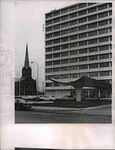 1965 Press Photo Holiday Inn Hotel, Downtown Columbus Ohio - cvb02047 - - Historic - Hotel Downtown Inn