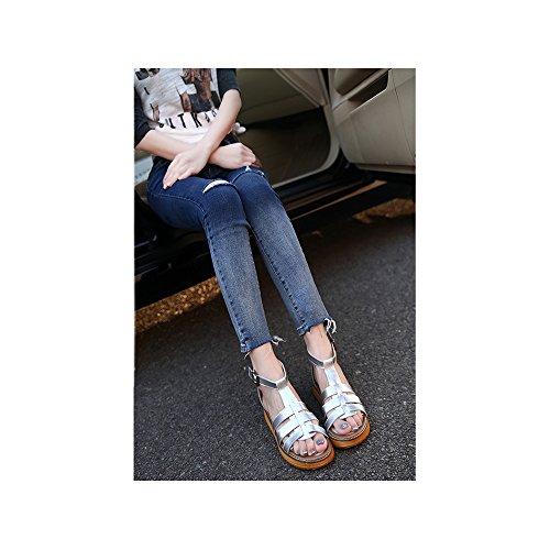 OCHENTA Sandalias con tiras planas metalizadas con hebilla para mujer Plateado