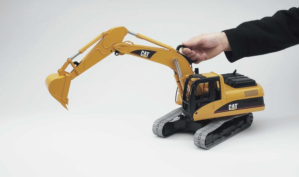 bruder 02438 pelleteuse caterpillar chenilles jaune jeux et jouets. Black Bedroom Furniture Sets. Home Design Ideas