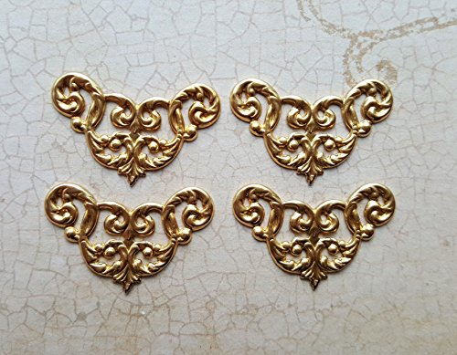 (Raw Brass Filigree Corner Stamping (4) - RAT682)
