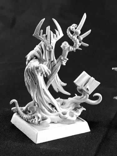 Reaper Crimson Herald Disciples of Cthon Miniature 25mm Heroic Scale Dark Heaven Legends Miniatures