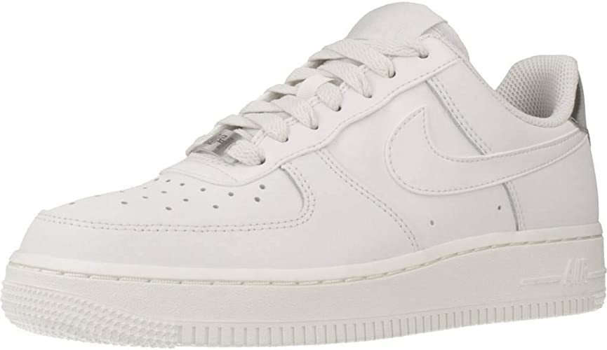 Nike Women's WMNS Air Force 1 '07 Ess Basketball Shoes
