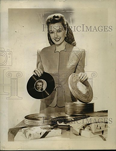 - 1945 Press Photo Ginny Simms Pastes Signed Photos on Her