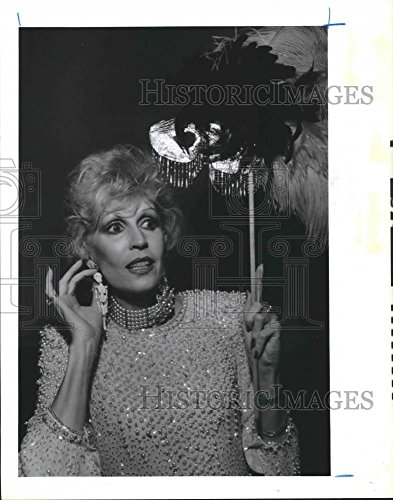 Vintage Photos 1986 Press Photo Dallas Hill Tries Earrings at Halloween Party, Houston -