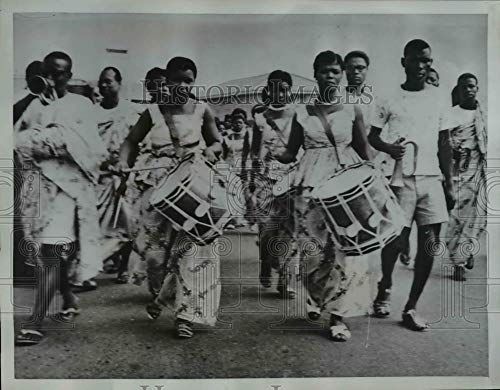 Historic Images - 1961 Vintage Press Photo Costumed lady drummers lead procession in Accra, Ghana (Best Drummer In Ghana)