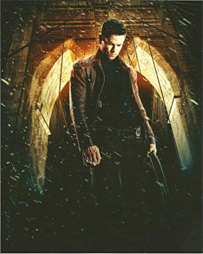 - Max Payne Mark Wahlberg holding gun 8 x 10 inch Promo Photo #3 - 004