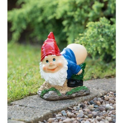Mooning Gnome with Solar Powered Light- Red Ultimatesalestore