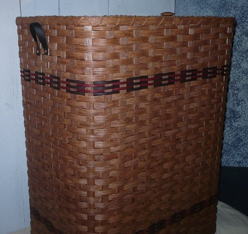Primitive Country Hamper Basket with Lid. This Attractive Country Hamper Features a Removable Lid. Put It in the Bedroom, Bathroom, or Laundry Room and It Will Add to Your Country Home Decor. This Hamper Basket Is Another Amish Country Collectible. Hamper