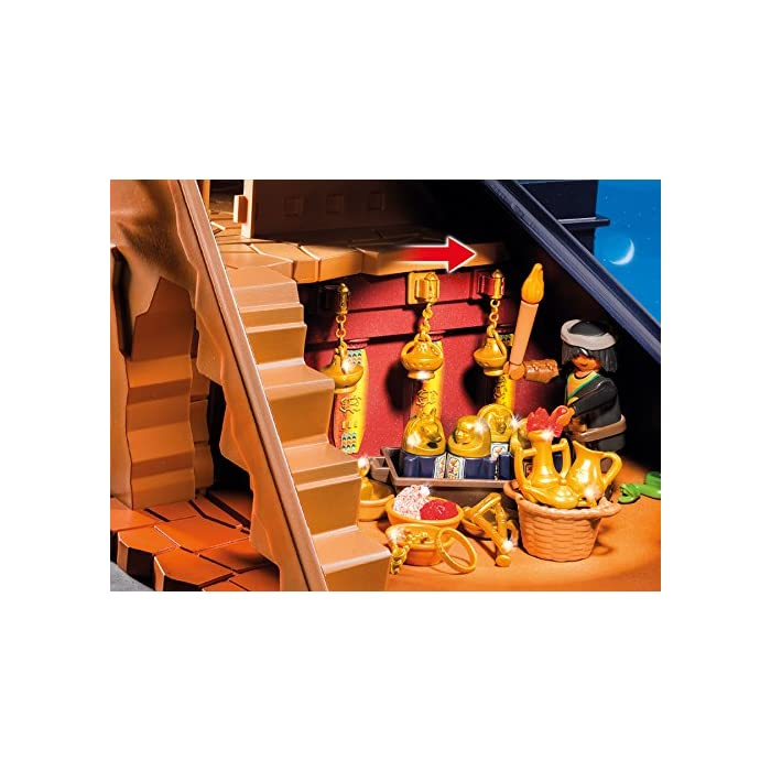 51DXkUHP1LL Incluye tres figuras, dos esqueletos, una momia, un sarcófago, tres arañas, una serpiente, un escorpión, antorchas y varias vasijas. La pirámide tiene varias trampas: paredes móviles, falso suelo y escaleras trampa. Dimensiones: 46 x 37,5 x 27 cm (LxPxA)