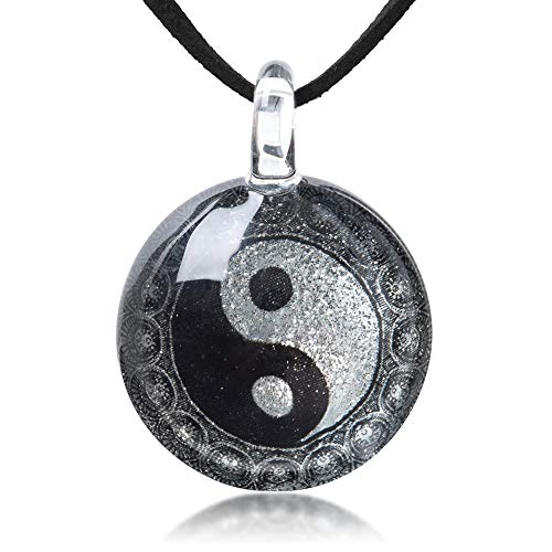 Hand Blown Glass Jewelry Yin Yang Symbol Black and White Round Pendant Necklace 17-19