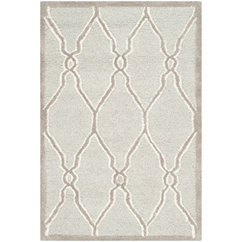 (Safavieh Cambridge Collection CAM352L Handcrafted Moroccan Geometric Light Grey and Ivory Premium Wool Area Rug (2' x 3'))