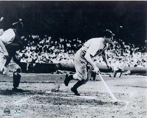 Joe Dimaggio 8x10 photo (New York Yankees) Image #1 56 game hit streak final hit image (New York Yankees Signed Photo)