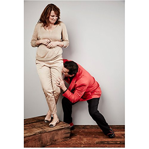 (Ash vs. Evil Dead (TV Series 2015 - ) 8 inch x 10 inch photograph Bruce Campbell Full Body Biting Lucy Lawless' Leg kn)