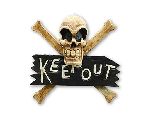 Pirata de calavera y Keep Out Sign puerta colgar en la pared ...