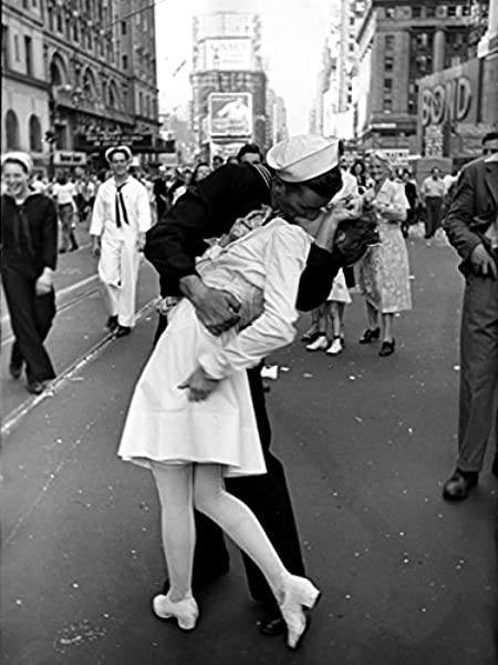 Amazon.com: PhotoSight V-J Day in Times Square Kiss New York City Old Retro 24x18 Print Poster: Posters & Prints