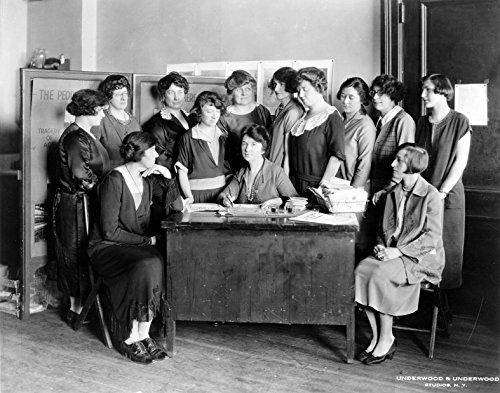1922-margaret-sanger-planned-parenthood-old-photograph