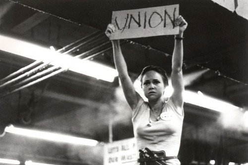 norma-rae-sally-field-holding-union-sign-24x36-poster