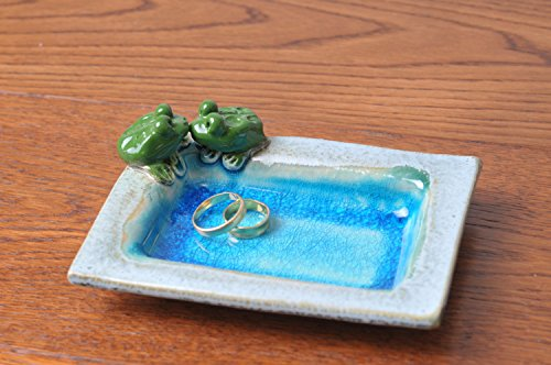 ring-dish-with-turquoise-glazing-and-two-kissing-frogs