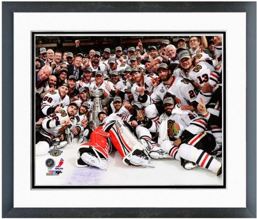 (Chicago Blackhawks 2013 Stanley Cup Championship Team Celebration Photo 12x15 Framed)