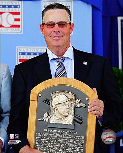 16x20 Hall Of Fame Photo - Greg Maddux 2014 MLB Hall of Fame Induction Photo (Size: 16