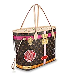 Taking inspiration from the House's iconic trunks, this Neverfull MM boldly reinterprets Monogram canvas by overlaying screen prints of trunk corners and historic LV locks for a trompe l'oeil effect that freshens up this effortlessly practica...