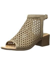 a257f24d582 Amazon.com  Beige - Sandals   Shoes  Clothing