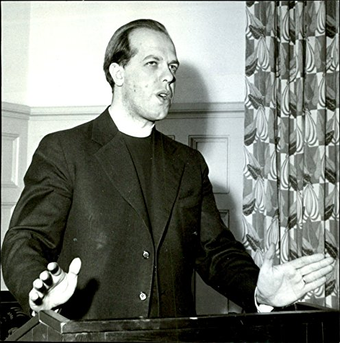 """Vintage photo of Student Priest Ludvig Jonsson spoke of""""I and the other"""" at the YMCA and YWCA orderly social course"""