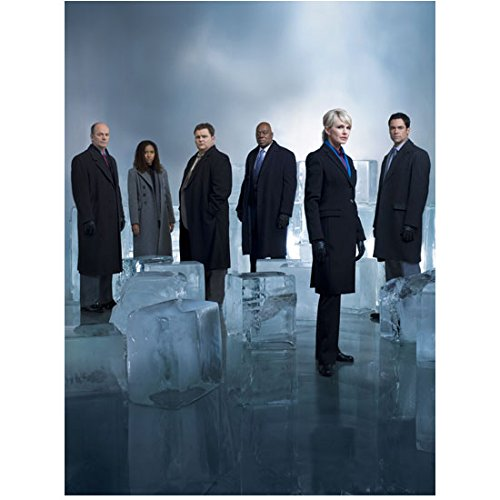 Cold Case Kathryn Morris As Lilly Rush And Cast Pose By Ice Blocks 8 X 10 Inch Photo