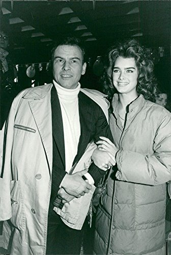 "Vintage photo of Horst Bucholtz and Brooke Shields face the recordings of the movie ""Sahara"" (Sahara Brooke Shields With)"